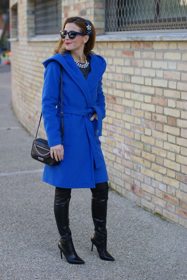 ef9d5fad68f9 How to wear a wrap hooded coat