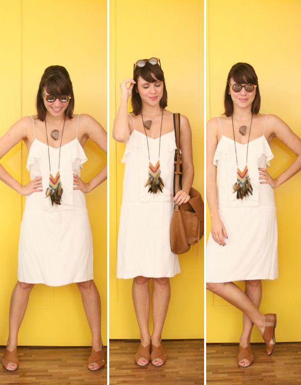 8663e0173581 Como o vestido branco de alcinha é simplicidade purinha, achei que dava pra  abusar dos acessórios. Escolhi dois colares que, apesar de bem diferentes,  ...