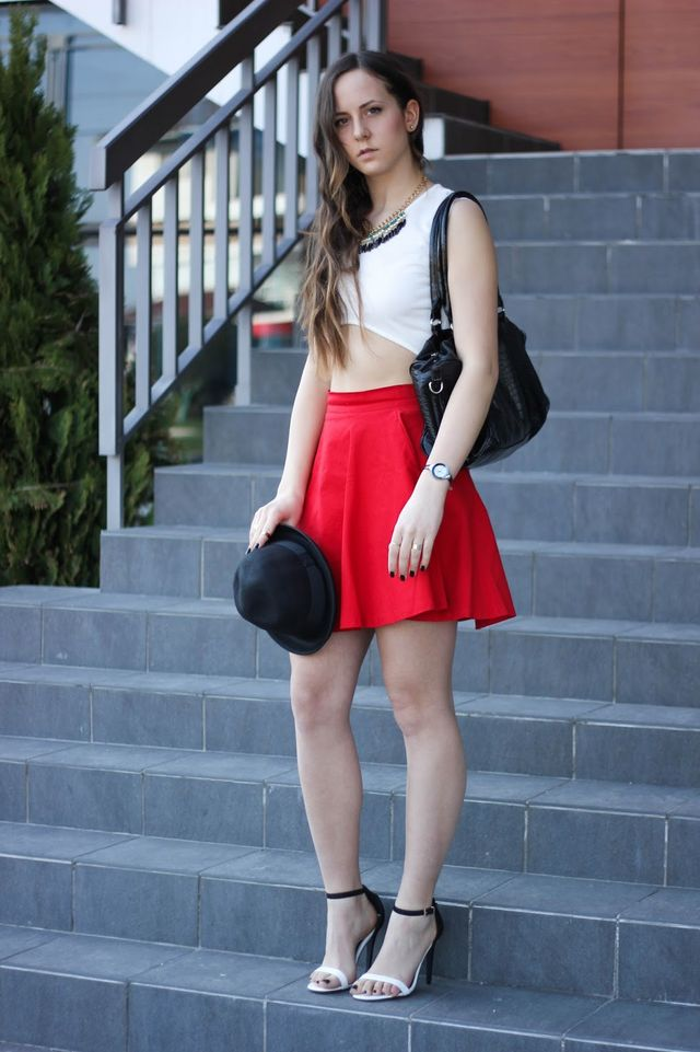313c6ea59 Crop top - c/o Missguided Skirt - c/o Missguided (here) Hat - c/o Missguided  (similar here) Sandals - c/o Missguided (here)