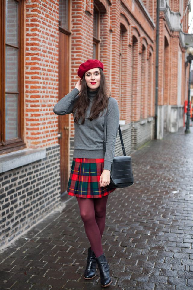 b25f920fc Outfit: vintage inspired in plaid pleated skirt, purple tights and  turtleneck