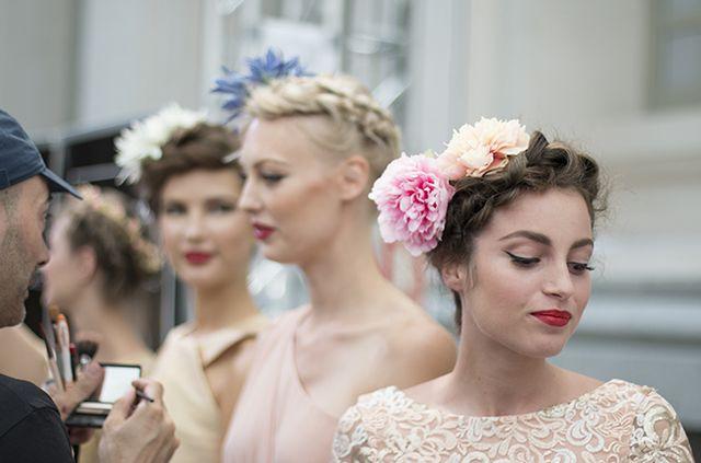 Fashion Show Backstage Experience  Peinados de pasarela  b2b811fc47b