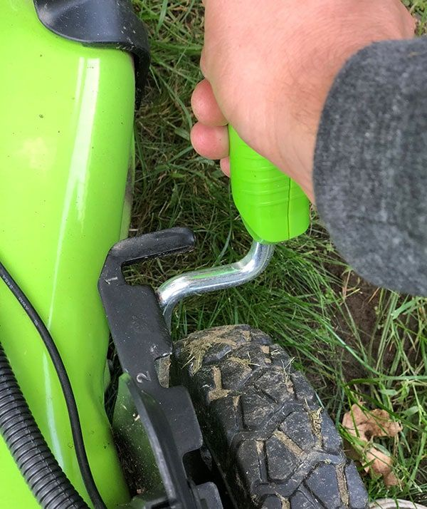 6ab721f17a2 The height adjustment! IT S JUST A LEVER! On my old mower