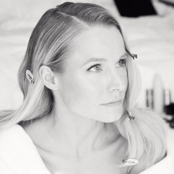 Getting Ready With Kristen Bell For the Golden Globes is A