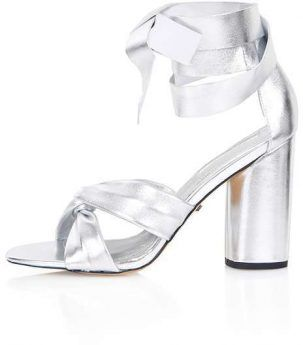 103bfcbe211a5f Be careful to wear these shoes with solid colors