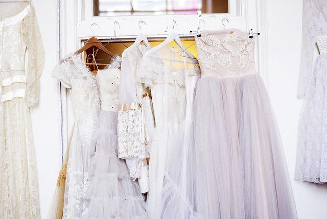 Dessa klänningar skulle få lämna ateljén ett tag. 3d62ed2c1c193