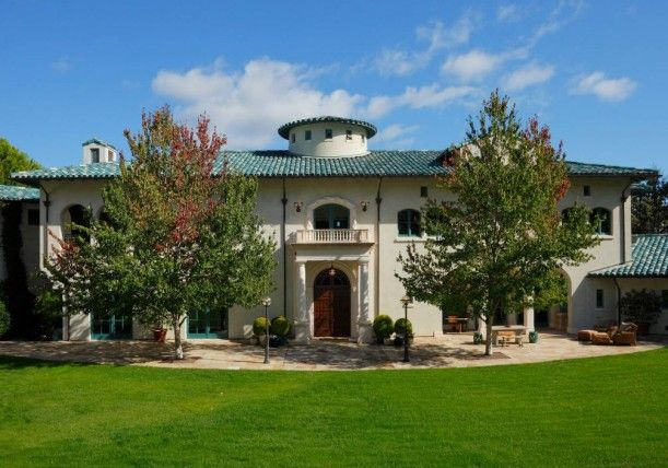 this is his 600 acre estate known as villa sorriso which spills over the mayacama mountains between napa and sonoma valleys