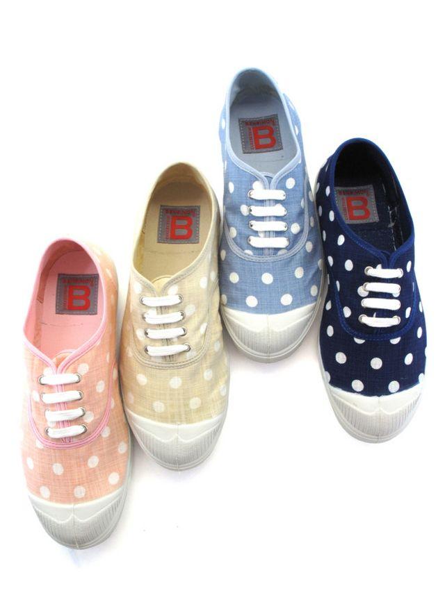 ebadcf2a7b Este año las zapatillas están pegando más fuerte que nunca como  protagonistas de los street-style