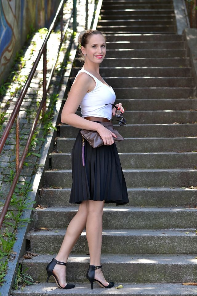 0d868197a106  outfit  pleated skirt. Pin. Share