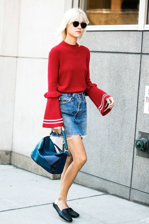 31a5a48463e A Cool Way To Wear A Denim Skirt For Fall