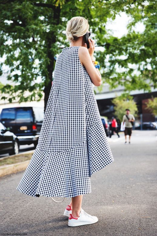 18e1a949bc42 Street Style: A Casual Chic Way To Wear A Houndstooth Dress | Le ...