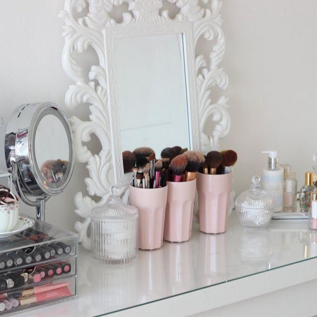 Postazione trucco incantevole con un budget limitato s - Ikea specchio trucco ...