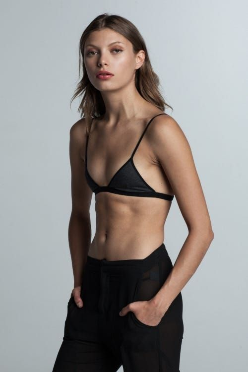 8dd8de54bf5739 10 Bold Bralette Trends To Know
