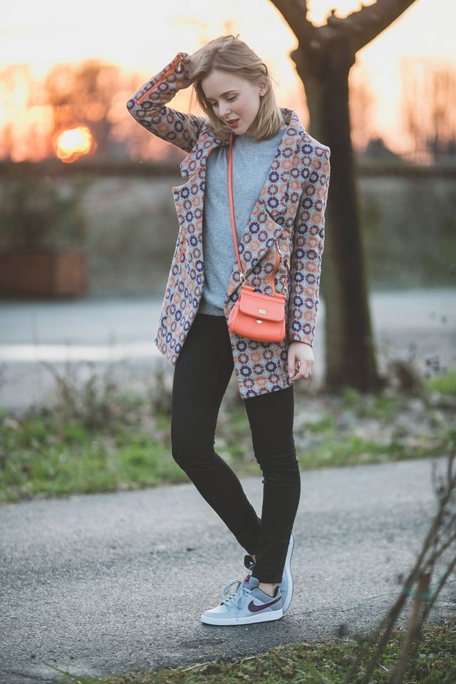a2160384f GEOMETRIC PRINT COAT AND SPRING IN THE CITY! | TheCabLook by Darya ...