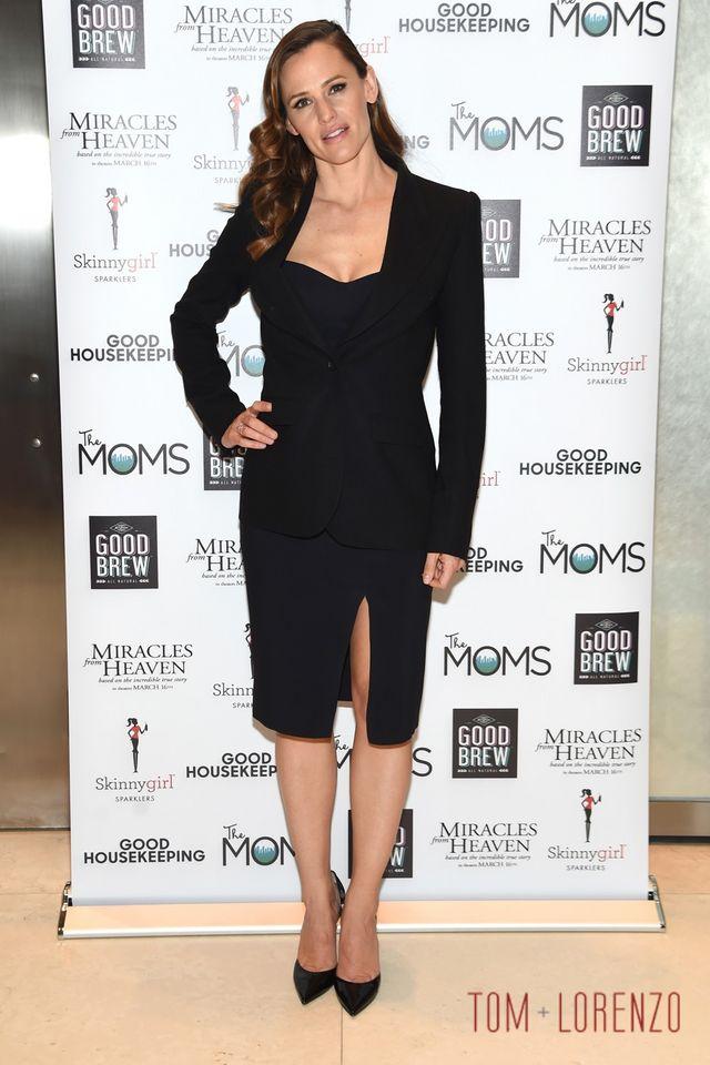 "a9d392e7080 Jennifer Garner at The MOMS ""Miracles from Heaven"" Mamarazzi ..."