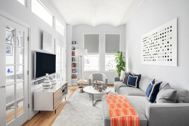 West village dreamy bachelor pad on a budget daily dream decor bloglovin - Idee deco studio 30m2 ...