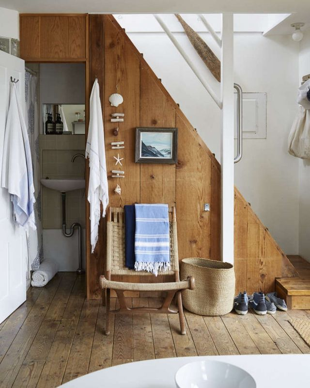 A Beach Cottage in Provincetown, Styled for Budget-Minded Summer