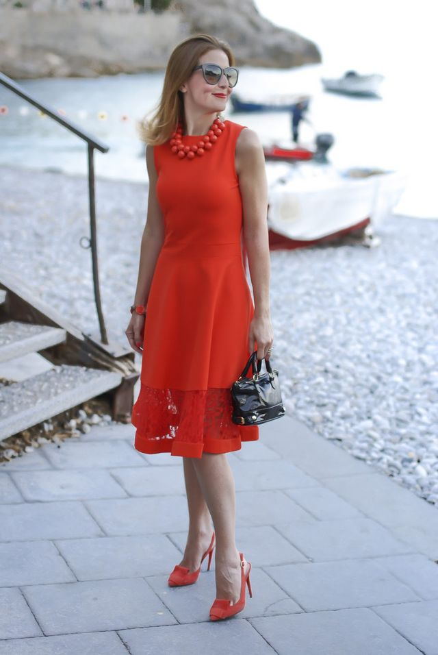 Coral red midi dress: matchy matchy outfit | Fashion and
