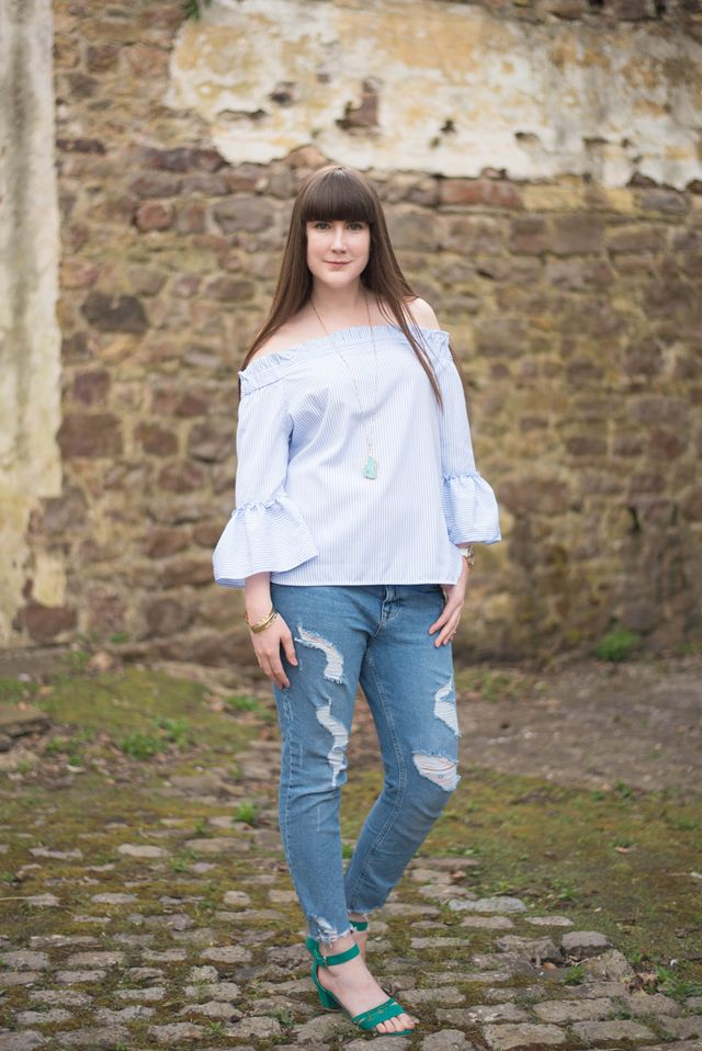 ea2edc9a I just adore the three quarter sleeves with wide frill cuffs and party at  the back. Isn't it cute? It's also an absolute steal at only £16.