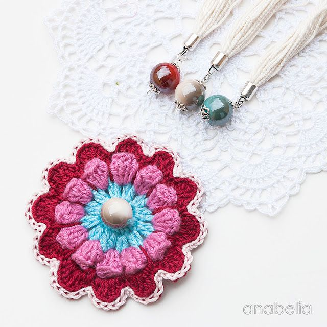 Crochet flower motif and mini doilies in my worktable this week ...