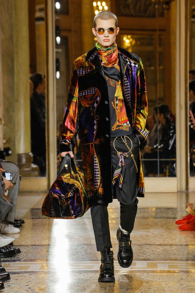 fb6fb330ece50 A wardrobe for a man who isn t afraid to explore his wildest side – Versace  Men Fall Winter 2018 is all about playing with the house codes and ...