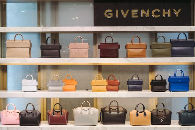 a7d4536dccc Giveaway: Win a $1,000 Neiman Marcus Gift Card for National Handbag ...