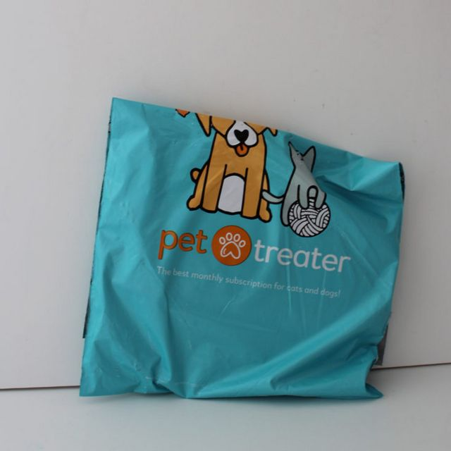 84e44c0511ee The Pet Treater Cat Pack is a new monthly subscription from the folks at  Pet Treater offering toys and treats for your kitties. Pet Treater also  offers a ...