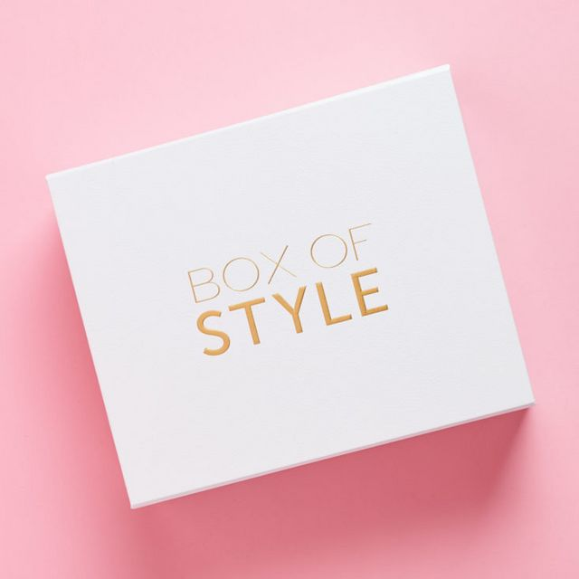 0b91940d5f08c2 The Rachel Zoe Box of Style from The Zoe Report is a style beauty  subscription box for women. Each box fashionable items and accessories,  plus a few beauty ...