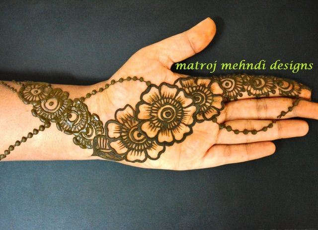 Moon Mehndi Liberty : How to get a darker mehndi color on your hands for bride? posts