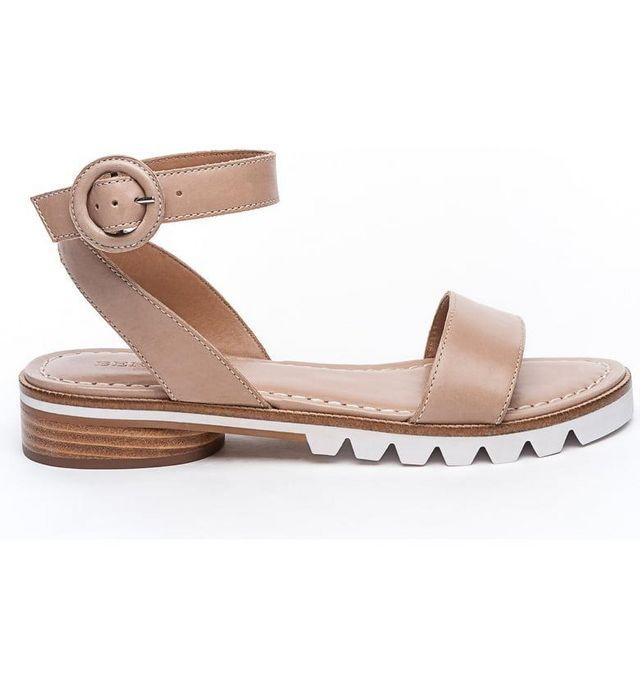 0a1b0bf2cf78a This Is What to Look for in a Good Walking Shoe, According to an ...