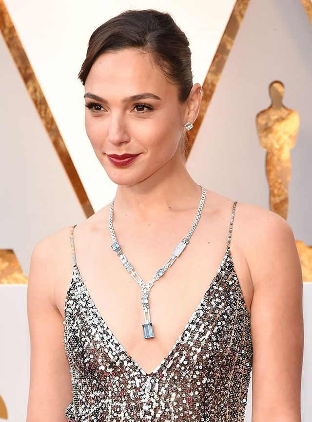 16de3b2e7d9a4 Gal Gadot Wore Over a Thousand Diamonds to Her Very First Oscars ...
