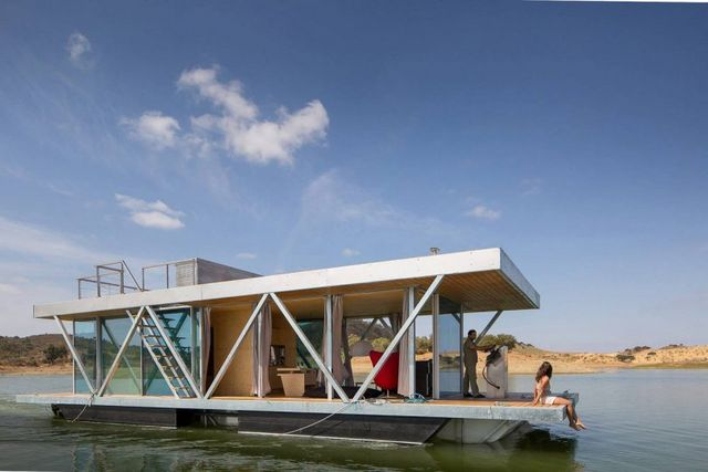 8 Modern Houseboats and Floating Homes That Will Make You Say