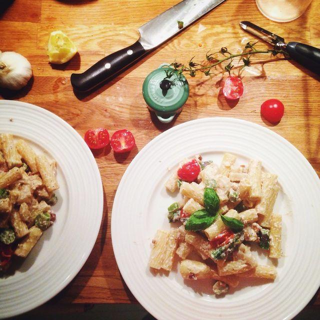 Hej Sandra! Jag är verkligen sämst på att beräkna pasta. Antingen blir det  för mycket eller för lite haha. Hur mycket pasta brukar du koka per person  813359b441569
