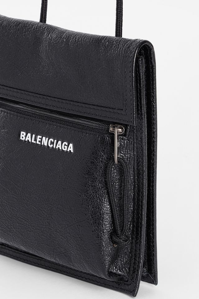 744ea9cee706 ... Balenciaga dropped its latest range of Fall/Winter 2018 accessories.  This time around the luxury fashion house dropped three new unisex shoulder  bags, ...