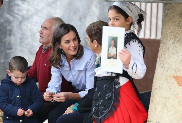 9db86bda1 Doña Letizia Ortiz o cómo llevar un (perfecto) look dandy ...