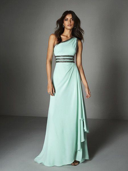 b51b25ebe4 En la sencillez está el buen gusto y la elegancia. Pronovias ha diseñado  maravillosos vestidos monocolor