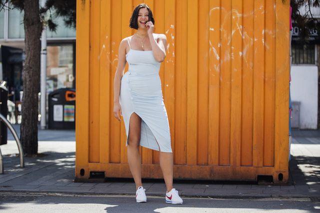 cf761f6a6b9 La última campaña de Amazon Moda nos ha gustado muchísimo, y no solo por su  modelo curvy, sino por las zapatillas que luce. Las zapatillas deportivas  ya no ...