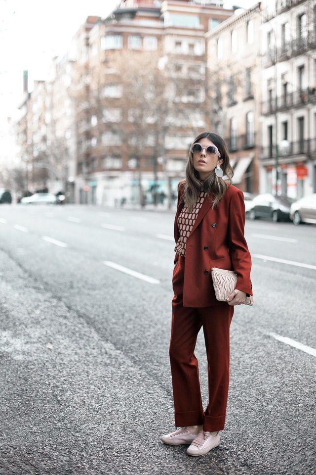 Woman In Red Mi Armario En Ruinas Bloglovin
