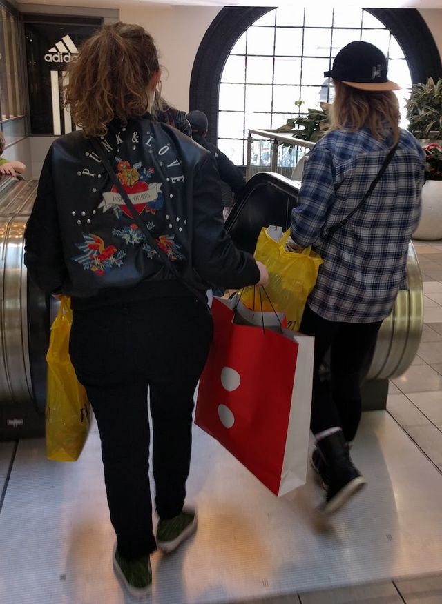 70fb6922d22 Trip  1. By this time her sister had already done some solo shopping with  her.
