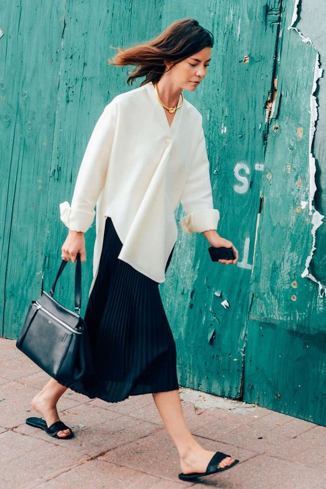 46d33a70683b A Minimalist Work Outfit Idea to Try This Spring and Summer